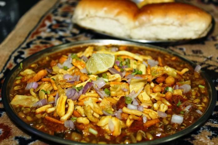 Top 10 Famous Street Fast Food Of Mumbai